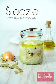 Śledzie w zalewie octowej (Polish Marinated Herring) Herring Recipes, My Favorite Food, Favorite Recipes, Peasant Food, Polish Easter, Good Food, Yummy Food, How To Cook Fish, Polish Recipes
