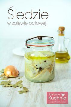 Åšledzie w zalewie octowej (Polish Marinated Herring) Herring Recipes, Polish Easter, Peasant Food, Good Food, Yummy Food, How To Cook Fish, Polish Recipes, Easter Recipes, Fish And Seafood