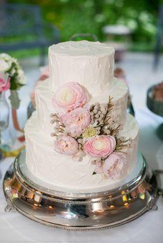 Wedding Cake I Photo by Carly Fuller #sugarbakerscakes