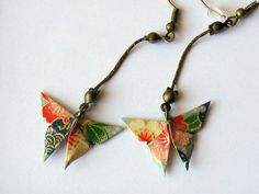 Boucles d'oreille origami, papillon au motif japonais bleu et multicolore sur chaînette : Boucles d'oreille par kirikat
