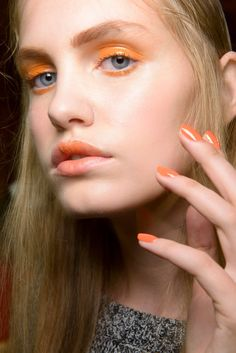 Coral will be a trend for nail art and make up.Pantone Colour of the Year 'Living Coral' - Make up Ideas For Jenny Buckland Coral Makeup, Orange Makeup, Diy Makeup, Makeup Tips, Beauty Makeup, Makeup Ideas, Makeup Trends, Trendy Nails 2019, Pantone