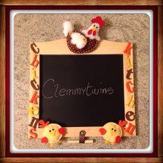 Lavagnetta in stile country con galline e pulcini