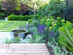 Urban Garden 55 Modern Garden Design Ideas To Try - 55 Modern Garden Design Ideas To Try Contemporary Garden Design, Small Garden Design, Landscape Design, Contemporary Landscape, Landscape Architecture, Architecture Design, Small Gardens, Outdoor Gardens, Modern Gardens