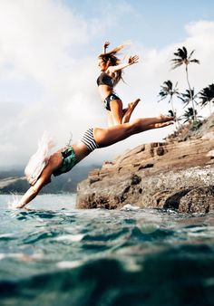 Hawaii Travel Bucketlist - China Walls, Oahu - Jump into the water or watch the sun set from the gorgeous rocks in Hawaii Kai. More Hawaii travel ideas on our site! Summer Vibes, Summer Feeling, Summer Goals, Summer Of Love, Summer Fun, Photos Bff, Best Friend Photography, Gopro Photography, Summer Photography