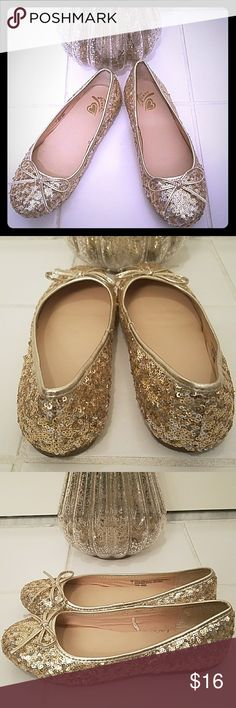 Children's Place Gold Sequin Ballerina Flats🎉HP🎉 Children's Place Gold Sequin Ballerina Flats are absolutely beautiful. They feature a bow on the front .🎉🎉Host Pick 11/16 Everything Kids🎉🎉 Children's Place Shoes Dress Shoes