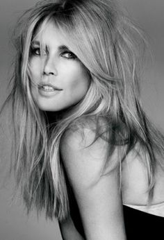 """""""I actually don't meet very many men because they are, I guess, afraid to approach me or think that I'm from another planet."""" – Claudia Schiffer"""