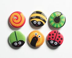 Garden bugs button badges set pin back badges flairs. Rock Painting Patterns, Rock Painting Ideas Easy, Rock Painting Designs, Pebble Painting, Pebble Art, Stone Painting, Stone Crafts, Rock Crafts, Arts And Crafts