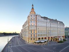 Moscow Hotel Baltschug Kempinski Moscow Russia, Europe Hotel Baltschug Kempinski Moscow is a popular choice amongst travelers in Moscow, whether exploring or just passing through. Featuring a complete list of amenities, guests will find their stay at the property a comfortable one. To be found at the hotel are free Wi-Fi in all rooms, 24-hour front desk, 24-hour room service, facilities for disabled guests, express check-in/check-out. Designed for comfort, selected guestrooms ...