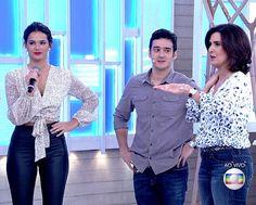 Bruna Marquezine participa do Encontro com look 'vestida para matar'