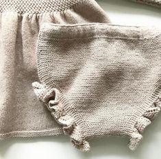 1v. tejemos 2 puntos del derecho, hebra, *1 punto del derecho, hebra, 3 puntos del derecho, hebra*, repetimos de * a * hasta el final de la labor. Baby Co, Baby Knitting Patterns, Crochet, Knitted Hats, Winter Hats, Rompers, Pullover, Sweaters, Handmade