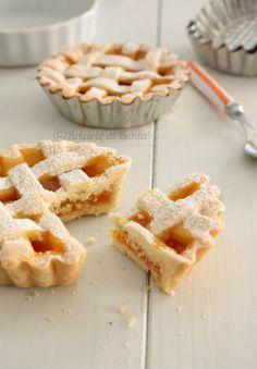 Briciole di Bontà: Crostatine semplici con marmellata di albicocche