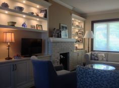 Custom bookshelves transform a living room space - Houzz