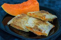 Passend zur #kürbiszeit  Omas Kürbisstrudel Rezept. Einmal nicht den berühmten #apfelstrudel gemacht. #omas1eurorezepte #kürbisrezept #kürbis #strudel #mehlspeise #pumkin Food Porn, Spanakopita, Ethnic Recipes, Food Food, Treats
