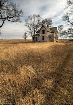 "kohalmitamas: ""Golden Prairie by AaronGroen "" Abandoned Farm Houses, Old Abandoned Buildings, Old Farm Houses, Abandoned Mansions, Old Buildings, Abandoned Places, Creepy Houses, Old Barns, Country Barns"