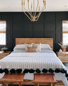 20 Headboard Ideas You'll Want to Steal From Instagram Relaxing Master Bedroom, Rustic Master Bedroom, Master Bedrooms, Bedroom Layouts, Bedroom Styles, Sleeps Until Christmas, Bedroom Furniture, Bedroom Decor, Bed Photos