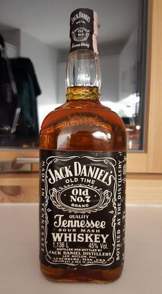 Jack Daniel's 1.136ltr Black Label Imperial Quart 45% - 1987