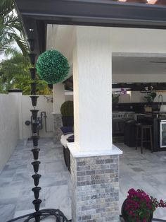 Another great rain chain installation idea….These Black Aluminum Flared Cups … Another great rain chain installation idea….These Black Aluminum Flared … Modern Rain Chains, Indoor Outdoor, Outdoor Stuff, Pool Floats, Outdoor Living Areas, Home Trends, Country Decor, Curb Appeal, My Dream Home