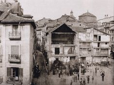 Puerta del Sol in the beginning of the reform, 1857 Old Pictures, Old Photos, Best Hotels In Madrid, Foto Madrid, Madrid Travel, Somewhere In Time, Tourist Spots, Pamplona, Old Postcards