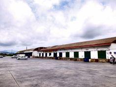 Vélez-Málaga. Muelles de descarga en zona logística