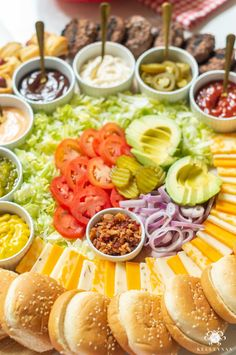 Burger Bar Party, Bbq Party, Luau Party Snacks, Bbq Food Ideas Party, Birthday Food Ideas, Birthday Cookout, Best Party Snacks, Party Food Bars, Sandwich Bar
