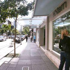 Rua em SP re?ne grifes mais badaladas do Brasil e do mundo