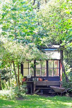 Outside Living, Outdoor Living, Small Gardens, Outdoor Gardens, Outside Plants, Summer Cabins, Plantation, Garden Gates, Garden Projects