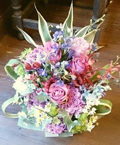 花ギフトのプレゼント【BFM】  華やかさ優しさ  そんなフラワーアレンジメント http://www.basketflowermarkets.com
