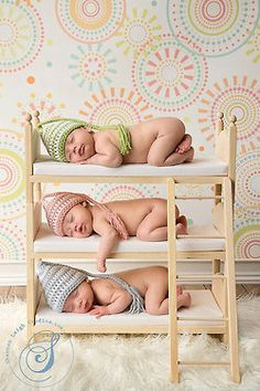 I don't think I could handle triplets.... But this is so stinkin cute!!