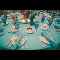 Тренд 2016 года: разноцветное стекло в декоре свадьбы