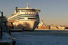 Bei einer Bahnanreise nach Schweden muss fast immer in Kopenhagen umgestiegen werden. Die Anderswo Anreisetipps für Schweden. Informationen zum Innlandsverkehr und zur Fahrradmitnahme. Sailing Ships, Boat, Sweden, Scandinavian, Island, Dinghy, Boats, Sailboat, Tall Ships