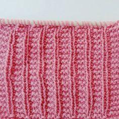Rätstickning med en kritstrecksrand. Enkel beskrivning på snyggt strukturmönster. Knitting Stitches, Knitting Patterns, Monster, Inspiration, Threading, Biblical Inspiration, Knit Patterns, Knitting Stitch Patterns, Loom Knitting Stitches