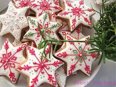 Sweet Project: Świąteczne pierniki i lukier królewski - przepis Christmas Cookies, Christmas Ornaments, Cannoli, Merry Xmas, Xmas Decorations, Holidays And Events, Cookie Decorating, Truffles, Gingerbread
