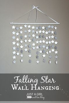 Simple and beautiful falling star wall hanging. this would be so perfect in a nursery or little girl& room, or even for Christmas decor! Star Decorations, Christmas Decorations, Diy Christmas Room Decor, Streamer Decorations, Outer Space Decorations, Paper Garlands, Hanging Decorations, Deco Dyi, Decoration Vitrine