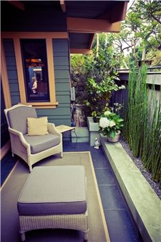 Narrow side yard with horsetail reeds contrasts with the slate black paving tiles.