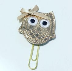Rose gold owl planner clip. Comes on a 50mm paperclip. We have lots more planner clips available in our Etsy shop here: https://www.etsy.com/uk/shop/DottyMooShop?section_id=18737390&ref=shopsection_leftnav_7  Check our store for more keyrings & planner goodies and we combine to just charge one postage fee.  Pay just one shipping fee however many keyrings you buy (we ship worldwide) at one low cost. Parcels from UK to USA and Australia take approx. 7-...