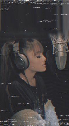 Ariana Grande — partylocks: Ariana Grande Lockscreens please. Ariana Grande Fotos, Ariana Grande Outfits, Ariana Grande Pictures, Ariana Geande, Ariana Grande Selena Gomez, Ft Tumblr, Ariana Grande Wallpaper, Dangerous Woman, Billie Eilish