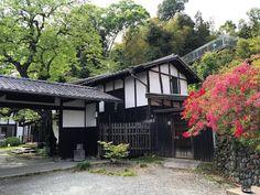 「武相荘」という名前は、『武蔵の国と相模の国の境に位置する』ことが由来だそうです。それではまずは、こちらの素敵なお宅に住まれていた、白洲次郎・正子夫妻についてからご紹介していきましょう。
