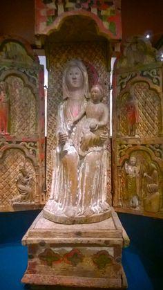 Alttarikaappi 1400-luvulta Suomen kansallismuseossa
