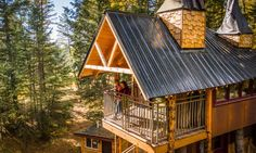 Although spacious enough to accommodate a group of up to five  people, the Montana Treehouse Retreat is also a perfect romantic getaway for two.