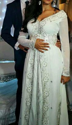 caftan, dress, and robe image dresses hijab bride bridal gowns Image about love in Mariage💍 by F a t i on We Heart It Morrocan Wedding Dress, Morrocan Dress, Moroccan Bride, Moroccan Caftan, Bridal Lehenga, Bridal Gowns, Wedding Dress Sleeves, Wedding Dresses, Arabic Dress