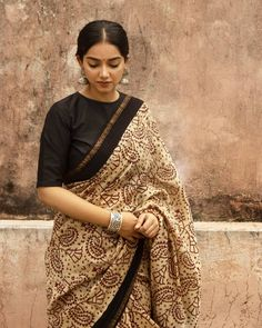 """Mizoya"" The Fine Bagru Print Chanderi Tan Saree. Extremely comfortable to drape :) Styled with The Mizoya Peacock Art Embossed Jhumka And Chitai Art Classic Kada. For orders DM or reach us or visit our website (www. South Indian Bride Saree, Indian Sarees, Indian Bridal, Formal Saree, Casual Saree, Cotton Saree Blouse Designs, Saree Poses, Simple Sarees, Saree Photoshoot"