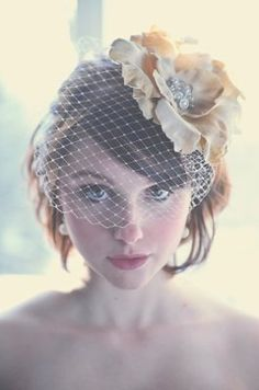 Cute Short Wedding Hairstyle with a Birdcage Veil / Short Wedding Hair / Short Bridal Hair Retro Wedding Hair, Short Wedding Hair, Wedding Hair And Makeup, Wedding Veils, Wedding Hair Accessories, Bridal Hair, Diy Wedding, Headpiece Wedding, Wedding Vintage