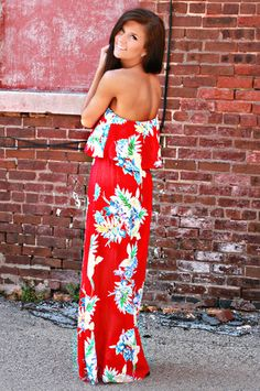 Maxi dress that is so cute especially that blue in it Summer Outfits, Cute Outfits, Floral Maxi Dress, Maxi Dresses, Fashion 101, Paradise Cove, Playing Dress Up, Dress Me Up, Spring Summer Fashion