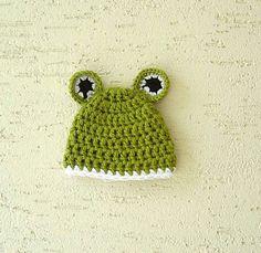Chunky frog baby hat new born photo prop ready by KnitterPrincess, $12.00