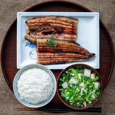 Tomoki TakemuraさんはInstagramを利用しています:「『一汁一菜 鯖の梅煮 茄子の味噌汁』 Japanese Breakfast🍚🐟 . . . 8月最終日、なんだかあっという間☀️😢 . . 義母より小茄子をたくさんもらったので味噌汁に🍆 そして脂がのった鯖を、梅煮でさっぱりと🐟☘️ . . . #一汁一菜 #鯖 #茄子 #梅…」 Clean Recipes, Lunch Recipes, Healthy Recipes, Asian Cookbooks, Japanese Dishes, Japanese Food, Tumblr Food, Food Articles, Breakfast Lunch Dinner