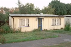 I remember my Great Grandmother living in one of these in Becketts Park, Leeds A prefab(ricated) house built in 1945 under the Housing (Temporary Accommodation) Act. Prefab Homes Uk, Prefabricated Houses, Scarborough England, Hull England, Kingston Upon Hull, Hull City, Uk History, Garden Tool Storage, Birmingham England