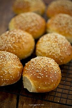 Bułeczki pszenne Bread Dough Recipe, Polish Recipes, Polish Food, Flatbread Pizza, Russian Recipes, Bread Rolls, Hamburger, Sandwiches, Food Porn