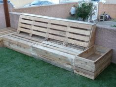 Complete Pallet Garden Set: Here is my new pallet corner for the garden entirely made from repurposed pallets. Diy Pallet Projects, Outdoor Projects, Wood Projects, Outdoor Decor, Pallet Ideas, Outdoor Sofa, Pallet Crates, Wooden Pallets, Pallet Bench