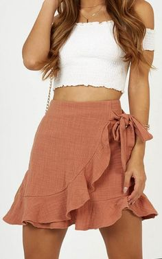 casual outfits for winter comfy lazy days,casual clothes for women every day,casual clothes summer fashion ideas Cute Skirt Outfits, Cute Skirts, Girly Outfits, Cute Casual Outfits, Stylish Outfits, Casual Dresses, Summer Skirt Outfits, Summer Shorts, Teen Skirts