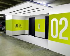 Pin by dyell on signalétique parking design, wayfinding sign Park Signage, Directional Signage, Wayfinding Signs, Environmental Graphic Design, Environmental Graphics, Inspiration Wand, Bibliotheque Design, Exterior Signage, Parking Signs